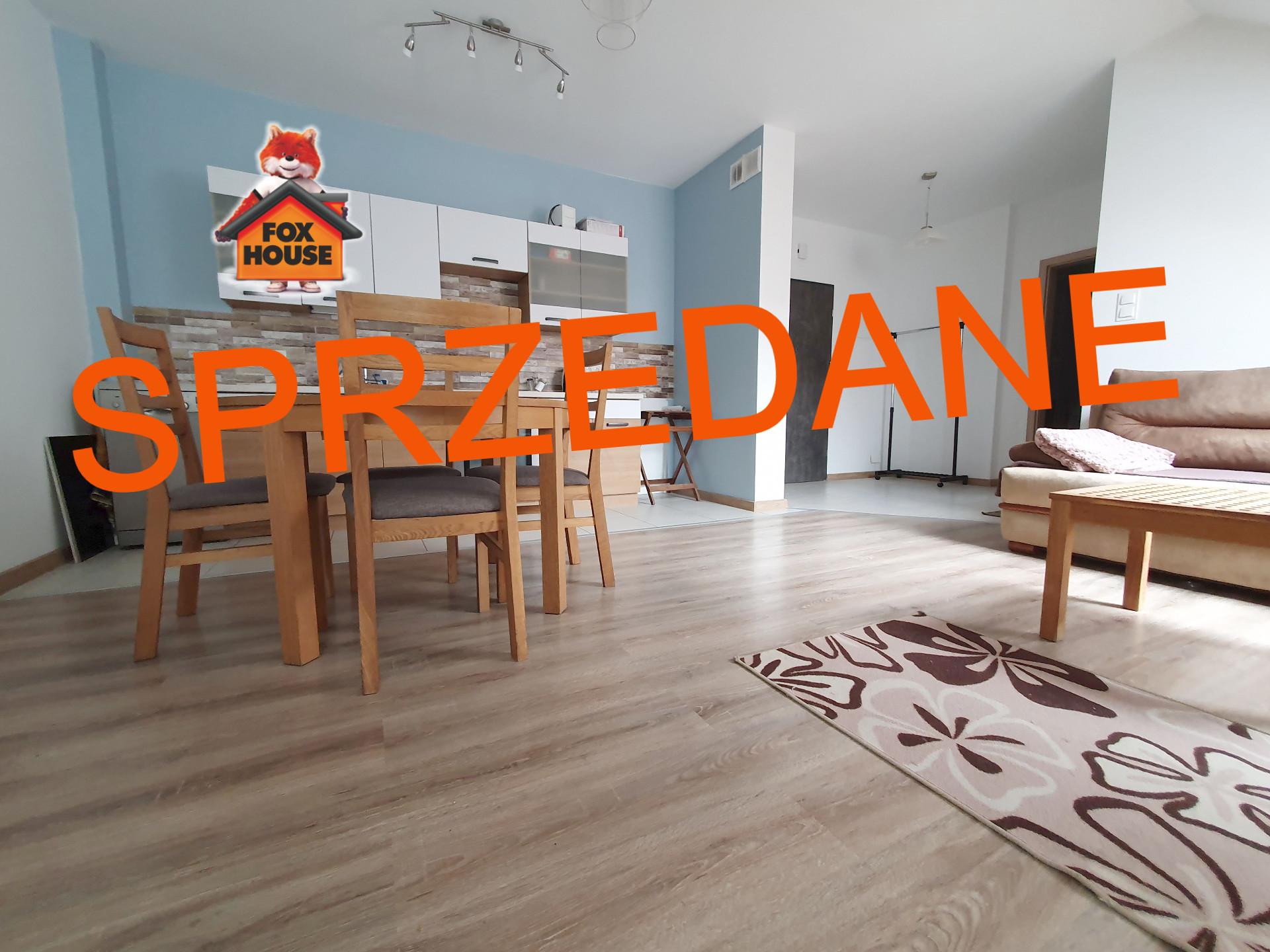 Mieszkanie 2-pokojowe z BALKONEM – w budynku z WINDĄ