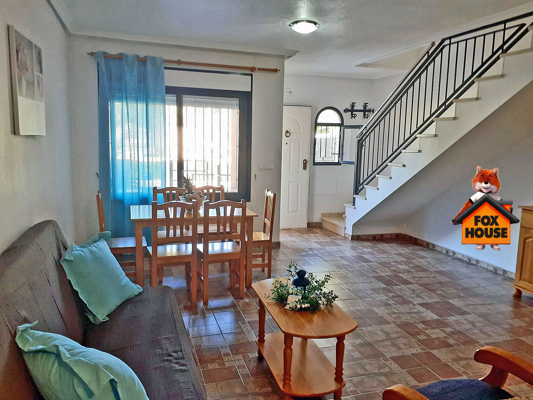 Dom w zabudowie szeregowej w słonecznej Hiszpanii